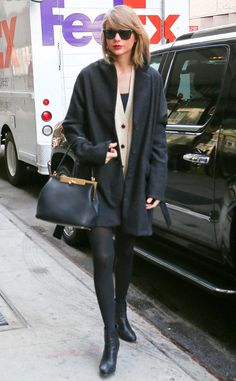 Taylor Swift stayed simplistically sleek in a nude-and-black ensemble, classic wayfarer sunnies and a glam red lip, of course!