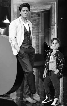 Shahrukh Khan Family, Cute Wallpapers Quotes, Jacqueline Fernandez, Father And Son, Beautiful Black Women, Movie Stars, Bollywood, King, Stylish