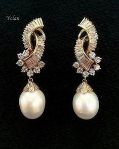 Long Pearl Necklaces, Pearl Jewelry, Beaded Jewelry, Jewelry Bracelets, Pearl Earrings, Statement Jewelry, Cute Jewelry, Jewelry Accessories, Jewelry Design