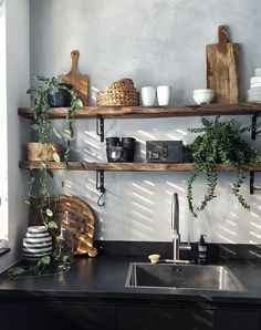 Kitchen shelves made of wood with concrete look on the wall ensure a cool effect . Kitchen shelves made of wood with concrete look on the wall provide a cool effect . Decor, Kitchen Interior, Kitchen Remodel, Kitchen Decor, House Interior, Home Kitchens, Interior Design Living Room, Kitchen Design, Home Interiors And Gifts