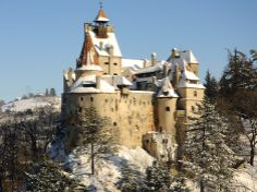 Take an Dracula tour in Transylvania, visit some of the most important landmarks connected to Vlad the Impaler. Some of the landmarks that you will visit are Sighisoara, the Poenari Citadel, Bran Castle, and Corvin Castle. Macedonia, Albania, Places To Travel, Places To Visit, Dracula Castle, Chateau Medieval, Transylvania Romania, Romania Travel, Arquitetura