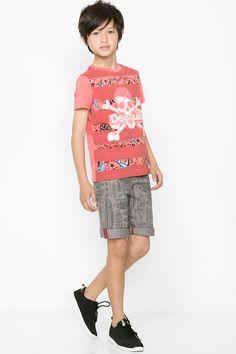 Camiseta que brilla en la oscuridad Desigual. ¡Descubre la colección de niño más cañera!