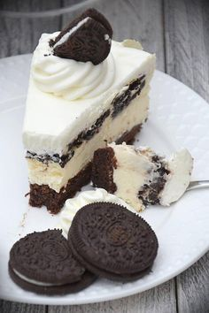 Cheesecake with oreo biscuits, Cute Desserts, Sweets Recipes, Fruit Recipes, Chocolate Desserts, Cake Recipes, Oreo Biscuits, Bakery Menu, Cookies And Cream Cake, Pumpkin Cheesecake