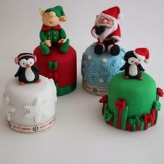 The Extraordinary Art of Cake: Buttercream Bakery Mini Christmas Cakes Mini Christmas Cakes, Christmas Cake Designs, Christmas Cupcakes Decoration, Christmas Minis, Christmas Sweets, Holiday Cakes, Christmas Baking, Christmas Themes, Christmas Cookies