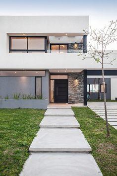 Estudio PikoHome PKH - Casa De La Palmera - Portal de Arquitectos House Front Design, Door Gate, Modern Architecture House, White Paints, My Dream Home, Garage Doors, Villa, Real Estate, Mansions