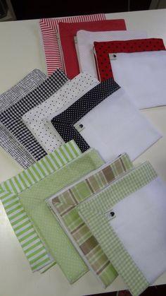 Kit fraldinha de boca, muito delicado, com barrinhas em tecido 100% algodão.  O kit é composto por 4 fraldinhas. As fraldinhas são duplas, medindo 34 cm x 34 cm, marca Dohler ou similar.  As barrinhas podem ser feitas em outras cores. Patchwork Baby, Little Blessings, Small Sewing Projects, Baby Towel, Baby Kit, Baby Burp Cloths, Free Machine Embroidery Designs, Embroidery Stitches, Kids And Parenting