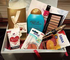 Mihaela Testfamily: Rossmann schön für mich Box Dezember 2016 - frisch ausgepackt und ich bin sprachlos  http://www.mihaela-testfamily.de  #sfmbox #schönfürmichBox #Rossmann #Beauty #BeautyBox #ArganOil #MaxFactor #Isana #MakeUpRevolution