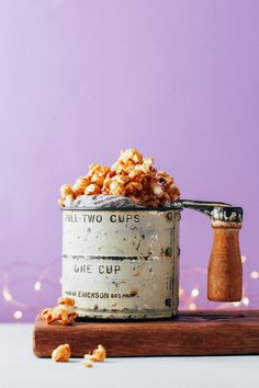 Maple Cinnamon Popcorn - Full of Plants Vegan Popcorn, Healthy Popcorn, Popcorn Recipes, Snack Recipes, Vegan Recipes, Vegan Sweets, Vegan Snacks, Healthy Snacks, Holiday Snacks