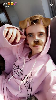 joe sugg discovered by ella on We Heart It Joe And Zoe Sugg, Joseph Sugg, Buttercream Squad, Sugg Life, Jack Maynard, British Youtubers, Ricky Dillon, Vlog Squad, Joey Graceffa
