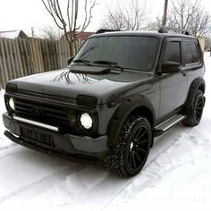 Custom Bmw, Custom Cars, Retro Cars, Vintage Cars, Black House Exterior, Suzuki Jimny, Police Cars, Old Trucks, Car Car