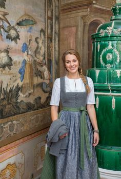 KOLLEKTION HERBST/WINTER 2018/2019 | Berwin & Wolff Dirndl Blouse, German Women, German Fashion, Country Outfits, Sweet Dress, Modest Dresses, Fashion History, Traditional Dresses, Dame