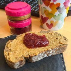 Pão de centeio  doce de morango  e manteiga de amendoim  {sabor Pumpkin Spice - @mws.pt} ( # @giulliacalapez)