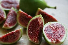 Figs belong to the category of the most nutritious fruits while at the same time they have at least nine medicinal qualities
