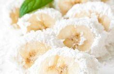 banány ve šlehačce a kokosu