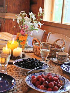 Nimipäivän aamuna naistenviikolla #finland #summer #berries #celebration #cabin #breakfast