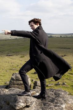 John: Sherlock, what do your detective eyes see? Sherlock: They're taking the hounds to Baskerville! Sherlock Holmes Bbc, Sherlock Holmes Benedict Cumberbatch, Sherlock Fandom, Benedict Cumberbatch Sherlock, Sherlock John, Sherlock Poster, Funny Sherlock, Sherlock Moriarty, Sherlock Season