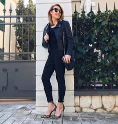 Tatiana Stefanidou Black leggings and high heels Chic Outfits, Sexy Outfits, Natural Teething Remedies, Eat Your Heart Out, Celebs, Celebrities, Black Leggings, Fitspo, Beauty Hacks