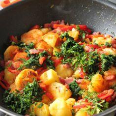 Reteta Cartofi boieresti Bacon, Recipies, Curry, Food And Drink, Potatoes, Meals, Drinks, Cooking, Ethnic Recipes