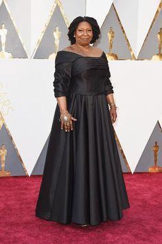 EkpoEsito.Com : Whoopi Goldberg arrives for Oscars 2016 red carpet...