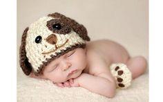 Com touquinha e meias, fantasie seu filho de cachorrinho (Pinterest/Courtney May)
