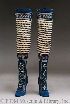Stockings - I didn't know they had funky socks in the century! I would love to wear these with shorts or a mid-thigh length skirt. Look Retro, Look Vintage, Vintage Shoes, Vintage Accessories, Vintage Dresses, Vintage Outfits, 1800s Fashion, 19th Century Fashion, Victorian Fashion