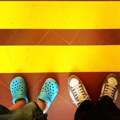 Io e Lory ne abbiamo trovate 2, siamo #dietrolalineagialla - Photo by @Matteo Piselli