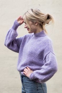 Ravelry: Balloon Sweater pattern by PetiteKnit Sweater Knitting Patterns, Knit Patterns, Loom Knitting, Free Knitting, Stitch Patterns, Oversize Pullover, Purple Outfits, Petite Sweaters, Outfits Mujer