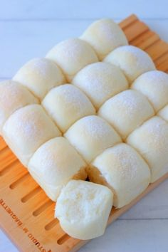Fluffy White Bread by あいりおー Best Bread Recipe, Bread Recipes, Baking Recipes, Asian Desserts, Sweet Desserts, Sweets Recipes, Appetizer Recipes, Bread Bun, Bread Pizza