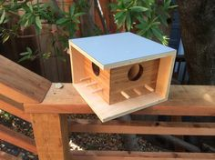 this is a very good design there are the sticks pointing out on 2 sides so 6 birds outside and the roof is one piece so not water comes in and also it doesn't need holes to be put up