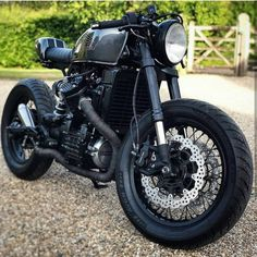 Brilliant shot taken from this Honda Tag on your photos to be featured. Cafe Bike, Cafe Racer Bikes, Cafe Racer Motorcycle, Motorcycle Design, Ktm Dirt Bikes, Cx500 Cafe Racer, Street Motorcycles, Cx 500, Old School Chopper