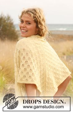 """Knitted DROPS shawl with lace pattern in """"Alpaca"""". ~ DROPS Design"""