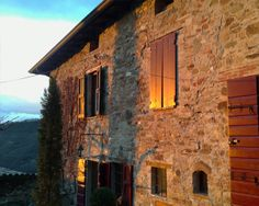 La Locanda di Woodly - Bed and Breakfast Old Stone Houses, Farm Holidays, Medieval Fortress, Big Houses, Large Windows, House In The Woods, Bed And Breakfast, Great Places, Countryside