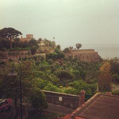 Anche con le nuvole, un paradiso - #primomaggio #vicoequense #penisolasorrentina #picoftheday #italianplaces