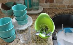 Rinse Silverware in a Colander While Prepping Dishes for Dishwasher via Clean Mama Clean Mama, Clean Up, Diy Cleaning Products, Cleaning Hacks, Clean Dishwasher, Homekeeping, Organization Hacks, Thanksgiving, Make It Yourself