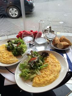 hostess of the humble bungalow: Parisian lunch...