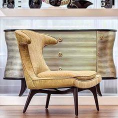 Элегантное кресло станет главным акцентом в комнате. Оригинальный дизайн подчеркнёт эксклюзивность интерьера, а цвет добавит небольшую нотку шика. Кресло от @garda_decor_ru будет уместно в роскошных современных интерьерах. #gardadecor #garda_decor #interior #decor #home #гарда_декор #гардадекор #идеидлядома #идея #красиво #мебель #декор #декорквартиры #декордлядома #декоринтерьера #интерьер #интерьердома #дизайнквартиры #дизайнинтерьера #стиль #интерьердома #стильныйдом #артдеко #artdeco… Wingback Chair, Accent Chairs, Furniture, Home Decor, Upholstered Chairs, Decoration Home, Room Decor, Wing Chairs, Wingback Chairs