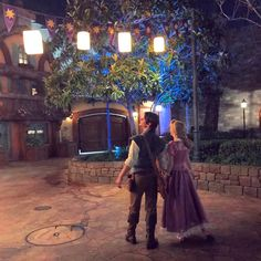 Rapunzel and Flynn tangled Disney Couples, Disney Love, Disney Magic, Disney Art, Walt Disney World, Disney Pixar, Disney Rapunzel, Tangled Rapunzel, Princess Rapunzel