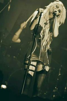 Image uploaded by Anastasia Taylor. Find images and videos about rock, Taylor Momsen and the pretty reckless on We Heart It - the app to get lost in what you love. Taylor Momsen, Taylor Michel Momsen, Gossip Girl, Jenny Humphrey, Goth Look, Metal Girl, Sexy Girl, American Singers, Punk Rock