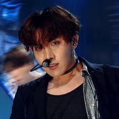 Hoseok, stob it! I'm trying to stay loyal to Jimin! Jimin Jungkook, Jhope Hot, Bts Bangtan Boy, Namjoon, Bts Taehyung, J Hope Gif, J Hope Smile, Bts J Hope, Jung Hoseok