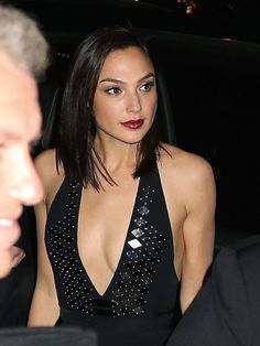 Gal Gadot Varsano is an Israeli actress and model. Beautiful Celebrities, Beautiful Actresses, Most Beautiful Women, Hollywood Celebrities, Hollywood Actresses, Gal Gadot News, Gal Gardot, Gal Gadot Wonder Woman, Actrices Sexy