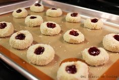 Galletas de coco con mermelada – Mi Diario de Cocina Dory, Mini Cupcakes, Macarons, Sweet Recipes, Cheesecake, Food And Drink, Cookies, Desserts, Becca