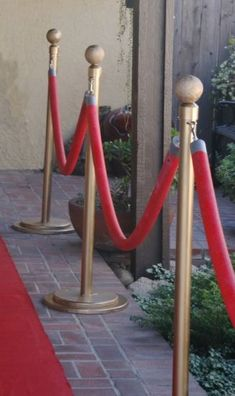 Make your own Red Carpet Stanchions! Use PVC Pipe & Insulation Tubes for a truly red carpet-worthy Golden Globes party.