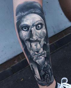 Gorgeous Portrait Tattoo Art Design:Saw Piece Horror Leg Tattoo Horror Movie Tattoos, Spooky Tattoos, Wicked Tattoos, Body Art Tattoos, Sleeve Tattoos, Mens Tattoos, Skull Girl Tattoo, Clown Tattoo, Jigsaw Tattoo