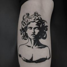 Medusa Tattoo: These 35 ideas will either scare you .- Medusa Tattoo: These 35 ideas will either scare you or you will get a - Tatoo Art, Black Tattoo Art, Black Tattoos, Tattoo Drawings, Body Art Tattoos, Small Tattoos, Cool Tattoos, Tatoos, Dark Tattoo