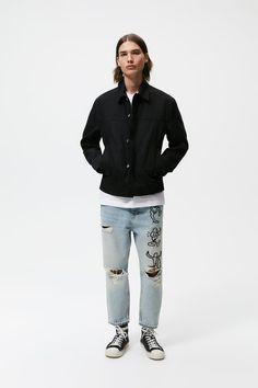 ΤΖΙΝ ΣΕ ΧΑΛΑΡΗ ΓΡΑΜΜΗ ΕΜΠΡΙΜΕ - Μπλε ανοιχτό | ZARA Greece / Ελλαδα Loose Fit Jeans, Cropped Jeans, Zara, Contrast, Light Blue, Mens Fashion, Legs, Fitness, Prints