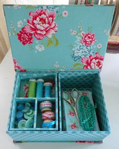 """Sewing or jewellery box  8.5"""" x 6.1"""" x 3.4"""" (21.5 x 15.5 x 8.5 cm) with lift out tray"""
