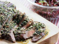 Flank Steak mit Knoblauch und Petersilie ist ein Rezept mit frischen Zutaten aus der Kategorie Klassische Sauce. Probieren Sie dieses und weitere Rezepte von EAT SMARTER!