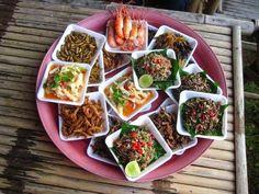 Entomofagia, los insectos como fuente de proteínas - http://www.puntofape.com/entomofagia-los-insectos-como-fuente-de-proteinas-26539/ Aunque no lo creas en muchos países de América Latina y en la mayoría de los países de Asia y África los insectos forman parte del menú de millones de personas que siguiendo viejas tradiciones llevan un dieta de estas características que desde hace siglos forma parte de su culinaria. Será esa la ...