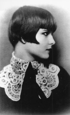 Louise Brooks: From Dancer to Showgirl to Scandalous Flapper Icon Louise Brooks, Lost Girl, Silent Film Stars, Movie Stars, Vintage Hollywood, Classic Hollywood, Belle Epoque, Carlo Scarpa, Looks Vintage