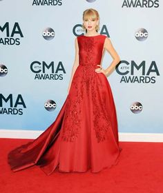 Taylor Swift in Elie Saab Couture at CMA Awards - 7 November 2013